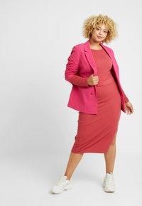 Glamorous Curve - BELTED LONG SLEEVE DRESS - Shift dress - dusty raspberry - 1