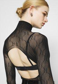NA-KD - BODY - Long sleeved top - black - 4