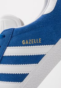adidas Originals - GAZELLE - Trainers - blue/footwear white/gold metallic - 2