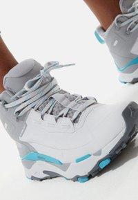 The North Face - VECTIV EXPLORIS MID FUTURELIGHT - Hiking shoes - micro chip grey/maui blue - 1