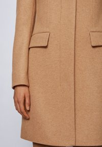 BOSS - Manteau classique - light brown - 5