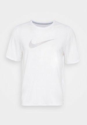 RUN MILER - Print T-shirt - white