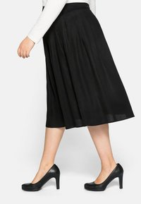 Sheego - Pleated skirt - schwarz - 3