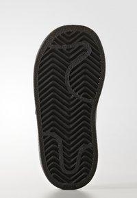 adidas Originals - SUPERSTAR CF  - Baby shoes - core black - 4