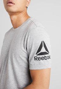 Reebok - TEE - Print T-shirt - grey - 4
