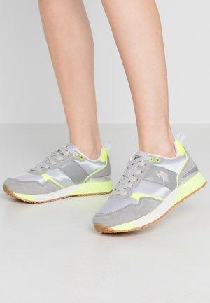 Sneakers - light grey/yellow