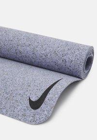Nike Performance - MOVE YOGA MAT 4 MM - Fitness/jóga - indigo haze/indigo haze - 4