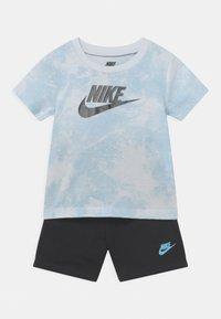 Nike Sportswear - MAGIC CLUB SET UNISEX - T-shirt con stampa - black - 0