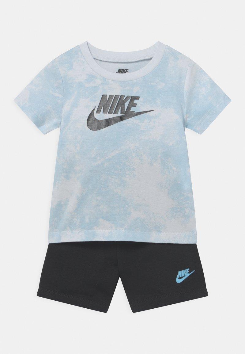 Nike Sportswear - MAGIC CLUB SET UNISEX - T-shirt con stampa - black
