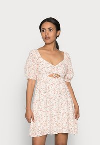 Forever New Petite - RUCHED SWEETHEART - Day dress - cameo rose - 0