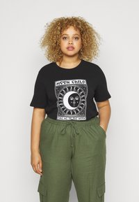 Pieces Curve - PCSASELINE TEE  - Triko s potiskem - black/bright white - 0