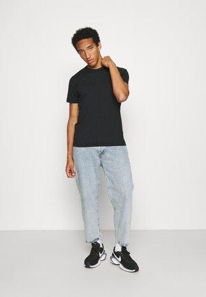 AIR 2 PACK - Basic T-shirt - black/blue