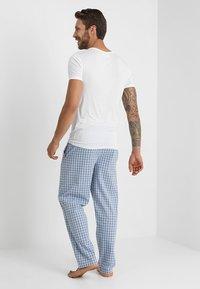 Zalando Essentials - Nattøj bukser - blue - 2