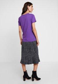 Cream - NAIA - Basic T-shirt - amaranth purple - 2