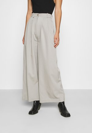 ANGELLA WIDE TROUSER - Bukse - grey