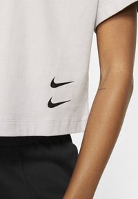 Nike Sportswear - Print T-shirt - silver lilac/black - 4