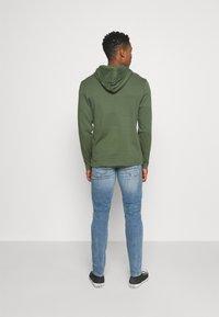 Redefined Rebel - STOCKHOLM DESTROY - Jeans fuselé - sea shore - 2