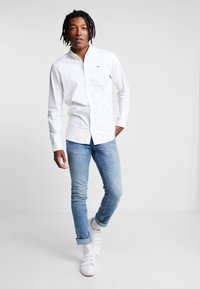 Tommy Jeans - OXFORD SHIRT - Košile - white - 1