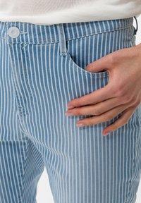 BRAX - STYLE CARO  - Slim fit jeans - used light blue - 3