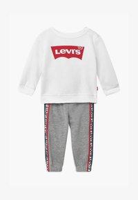Levi's® - CREW SET - Tepláková souprava - white - 0
