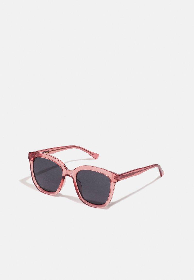 A.Kjærbede - BILLY - Sunglasses - soft red