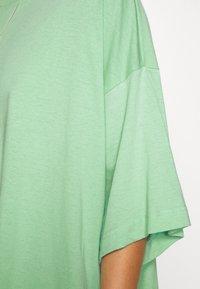 Weekday - HUGE - Basic T-shirt - sage green - 5