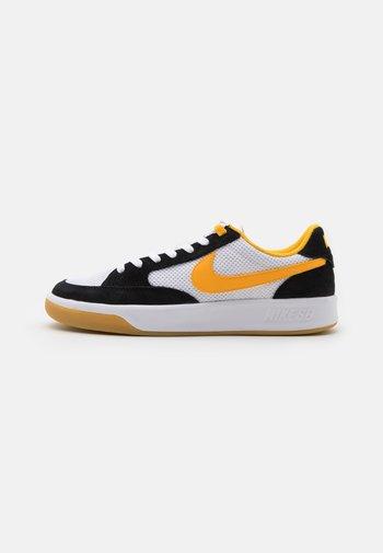 ADVERSARY UNISEX - Skate shoes - black/universe gold/white/light brown