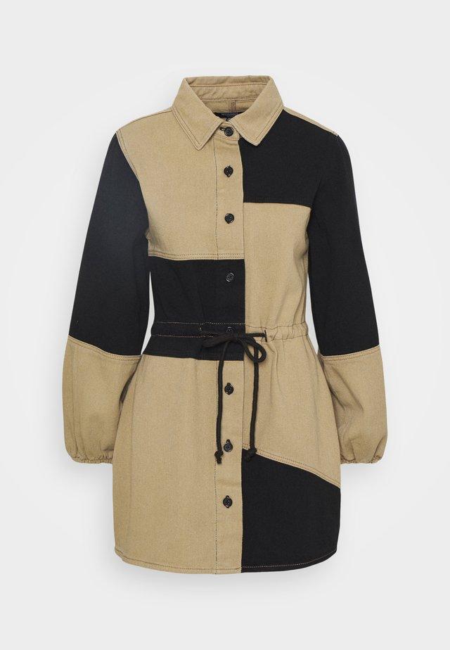 COLOURBLOCK DRESS - Robe en jean - black