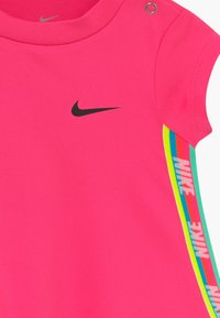 Nike Sportswear - RAINBOW TAPING BABY - Vestito di maglina - hyper pink - 4