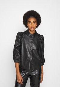 Vero Moda - VMBUTTERLOLA 2/4  - Skjorte - black - 0