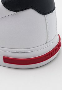 Tommy Hilfiger - ESSENTIAL DETAIL - Baskets basses - white - 5