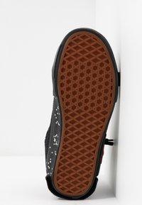 Vans - SK8-HI REISSUE CAP - Höga sneakers - black/true white - 6