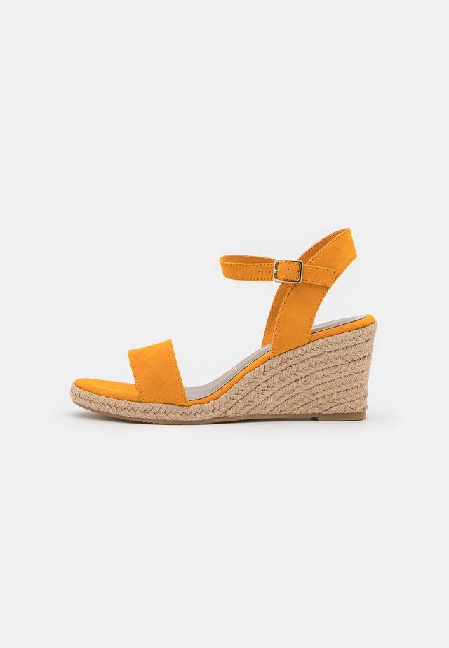 Sandales compensées - mango