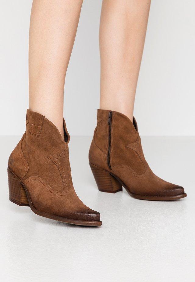 LAREDO - Cowboy/biker ankle boot - tan