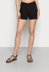 Vero Moda - VMNINETEEN MIX - Short en jean - black - 0