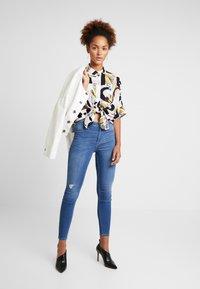 Hollister Co. - HIGH RISE - Jeans Skinny Fit - blue denim - 1