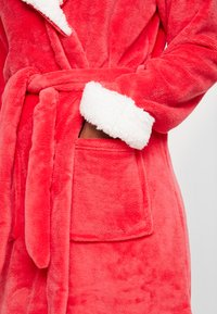 Chelsea Peers - THE SNUGGLE IS REAL DRESSING GOWN - Badjas - red - 3