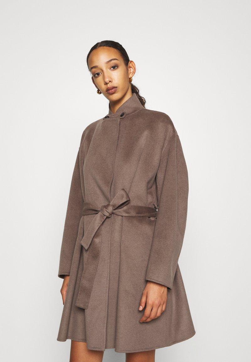 Filippa K - EDINA JACKET - Krátký kabát - dark taupe