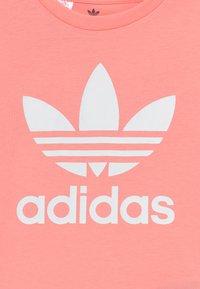 adidas Originals - TREFOIL - Print T-shirt - pink/white - 3