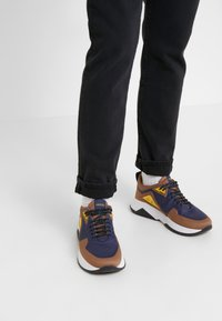 Outerknown - DRIFTER - Slim fit jeans - pitch black - 4