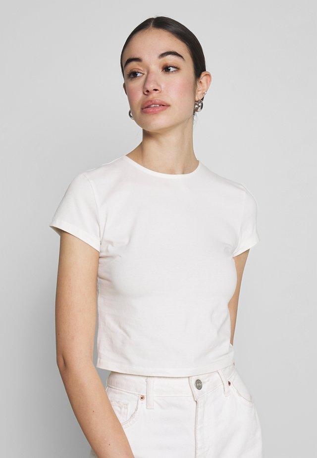 PERFECT CROPPED TEE - Jednoduché triko - white