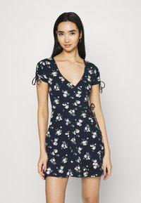 Hollister Co. - DRESS - Vestito di maglina - navy floral - 0