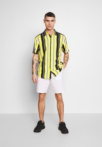 Only & Sons - ONSCARTER STRIPED - Chemise - blazing yellow - 1