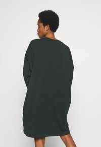 Weekday - ELKE LONG SLEEVE DRESS - Jersey dress - bottle green - 2