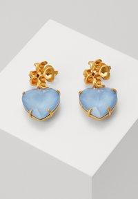 Tory Burch - CARVED KIRA HEART EARRING - Náušnice - light blue - 0