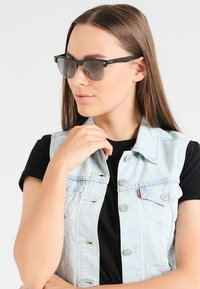 Ray-Ban - CLUBMASTER  - Sunglasses - black grey  gradient - 1