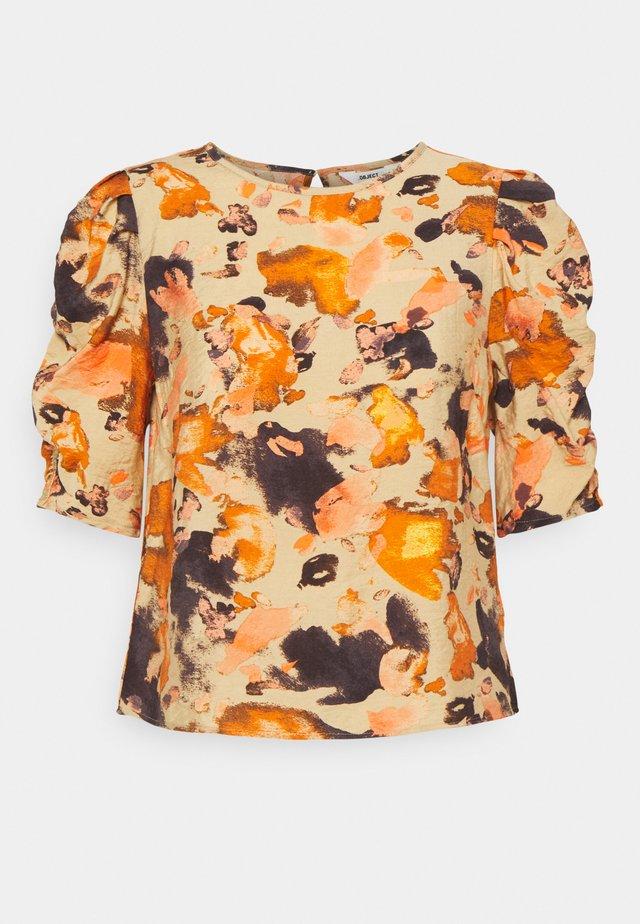 OBJGALINA TOP - T-shirt print - sandshell/multi