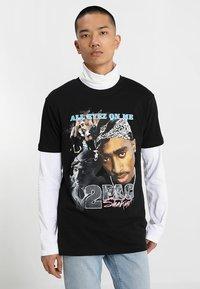 Mister Tee - TUPAC RETRO TEE - T-shirt med print - black - 0