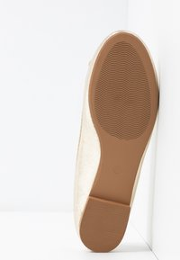 ONLY SHOES - ONLBEE - Bailarinas - gold - 6