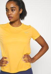 Nike Performance - MILER - T-shirt print - topaz gold/reflective silver - 3